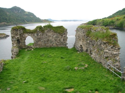 strome_castle_-_geograph-org-uk_-_1479238